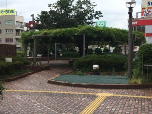 藤沢駅北口を出た休憩所