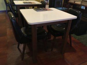 店内のテーブルセット