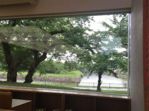 六花亭のガラス窓