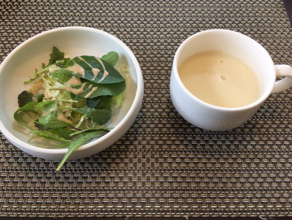 畑のレストランHUSゆいのサラダとスープ