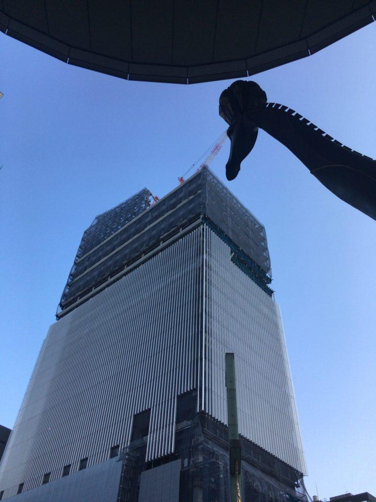 東京日本橋の建設中のビル