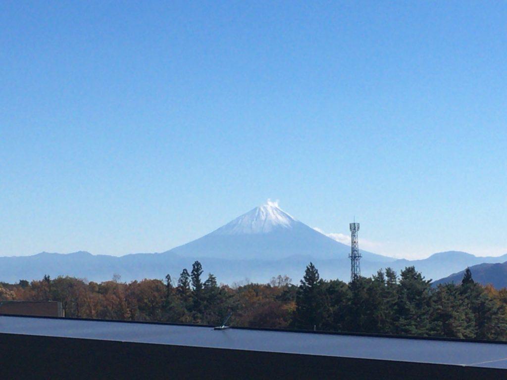 小淵沢駅屋上からの富士山